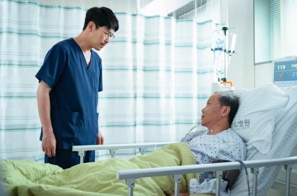 Go Soo trở lại với phim y khoa Heart Surgeons: Kịch tính và đẫm máu đến từng phút! - Ảnh 4.