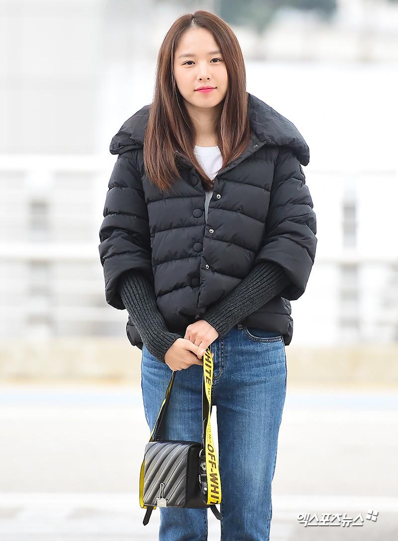 Xuất hiện chính thức sau sinh, vợ tài tử Lee Dong Gun giản dị mà sao vẫn đẹp lung linh thế này? - Ảnh 2.