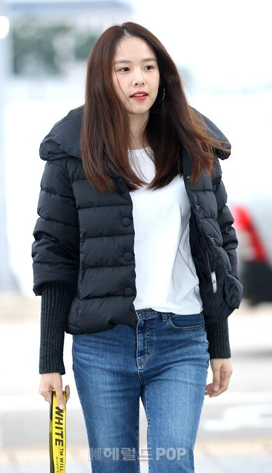 Xuất hiện chính thức sau sinh, vợ tài tử Lee Dong Gun giản dị mà sao vẫn đẹp lung linh thế này? - Ảnh 4.
