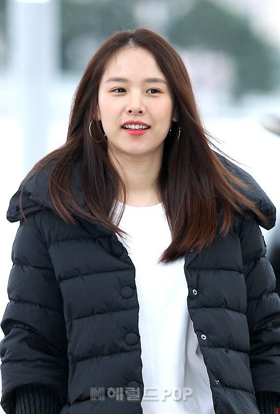 Xuất hiện chính thức sau sinh, vợ tài tử Lee Dong Gun giản dị mà sao vẫn đẹp lung linh thế này? - Ảnh 6.
