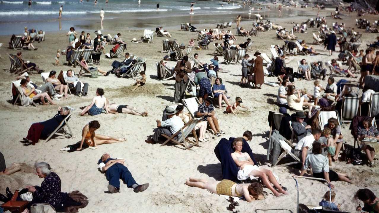Cư dân mạng điều tra: Chỉ vì tư thế lạ, thanh niên trong tấm ảnh 75 năm trước bị đồn là người du hành thời gian - Ảnh 1.