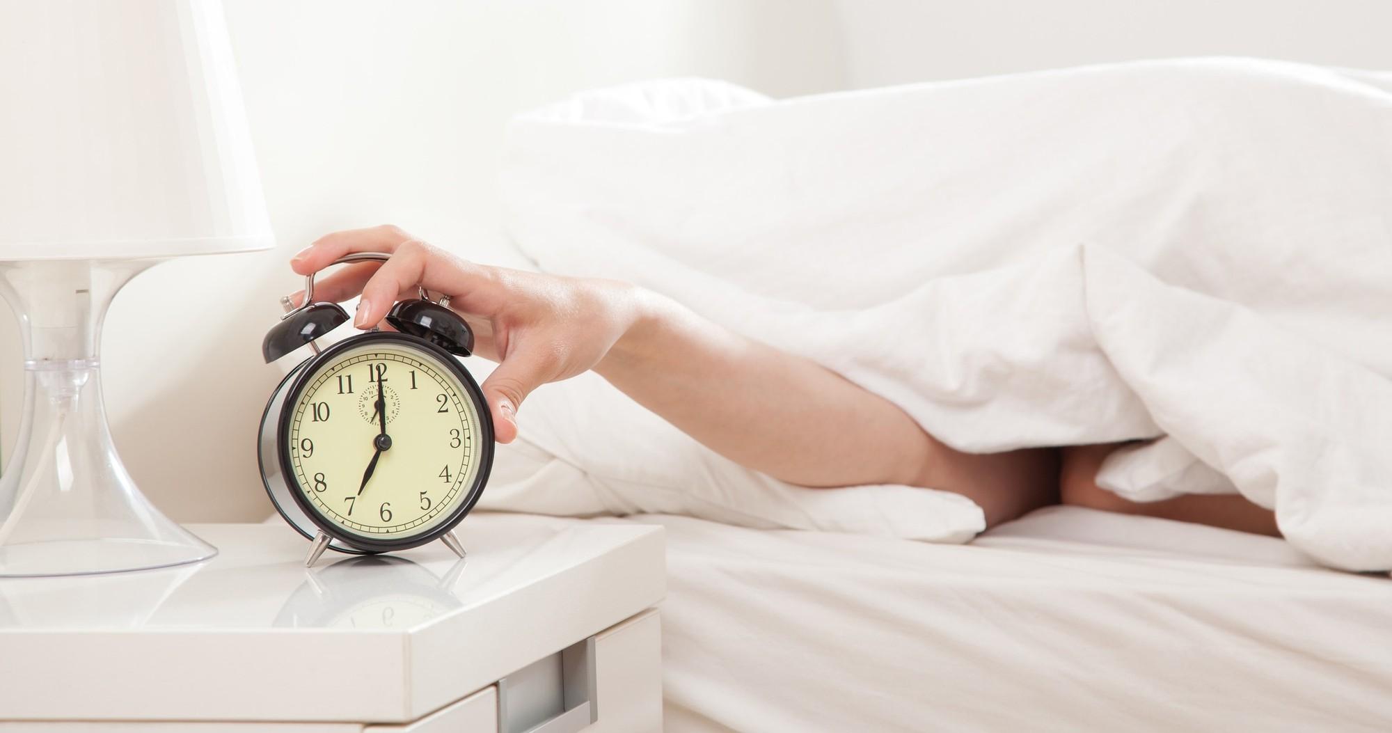 Thói quen giới trẻ rất hay mắc phải vào buổi sáng nhưng ít người biết đến tác hại của nó - Ảnh 5.