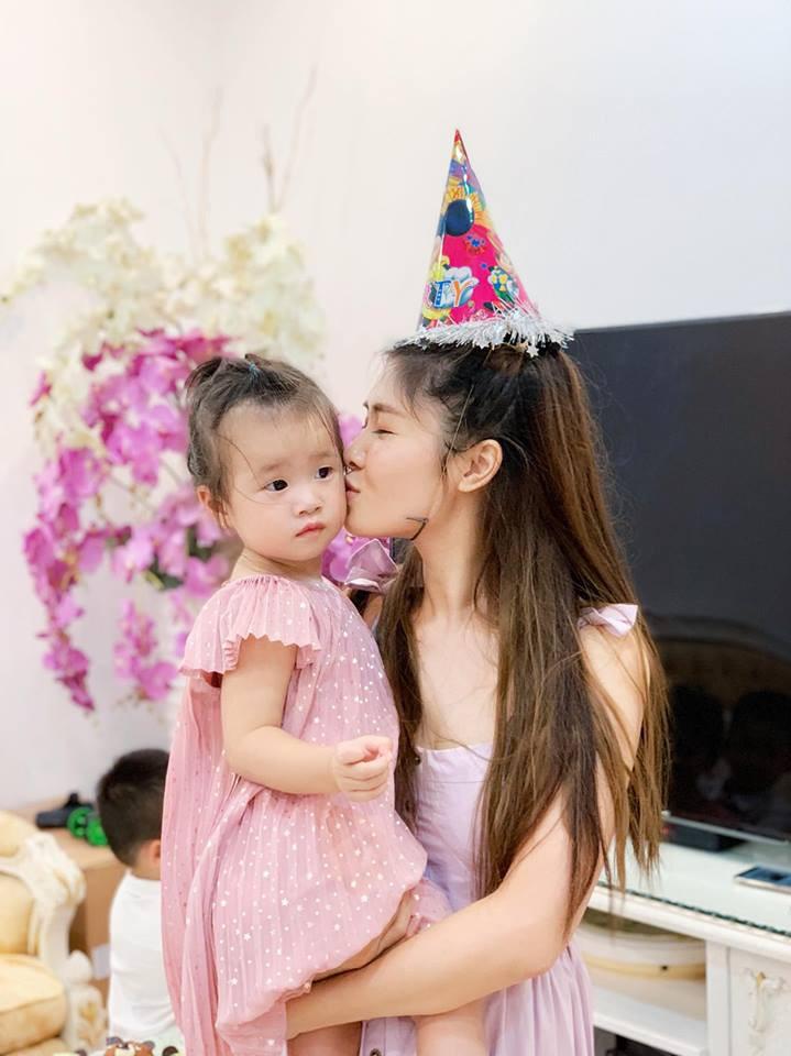 Vợ chồng Đăng Khôi - Thủy Anh tổ chức sinh nhật đơn giản, ấm áp cho con trai tròn 3 tuổi - Ảnh 5.