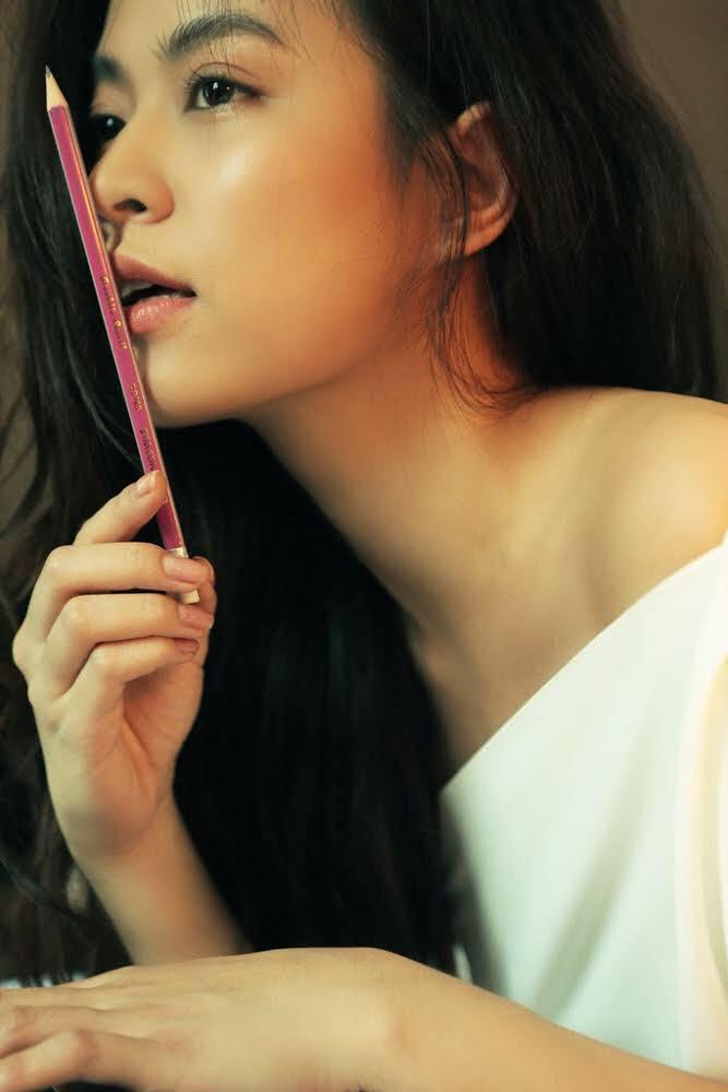 Hoàng Thuỳ Linh dùng bút chì kiểm tra gương mặt đạt tỷ lệ vàng chuẩn style Hàn Quốc, bạn chấm mấy điểm? - Ảnh 1.