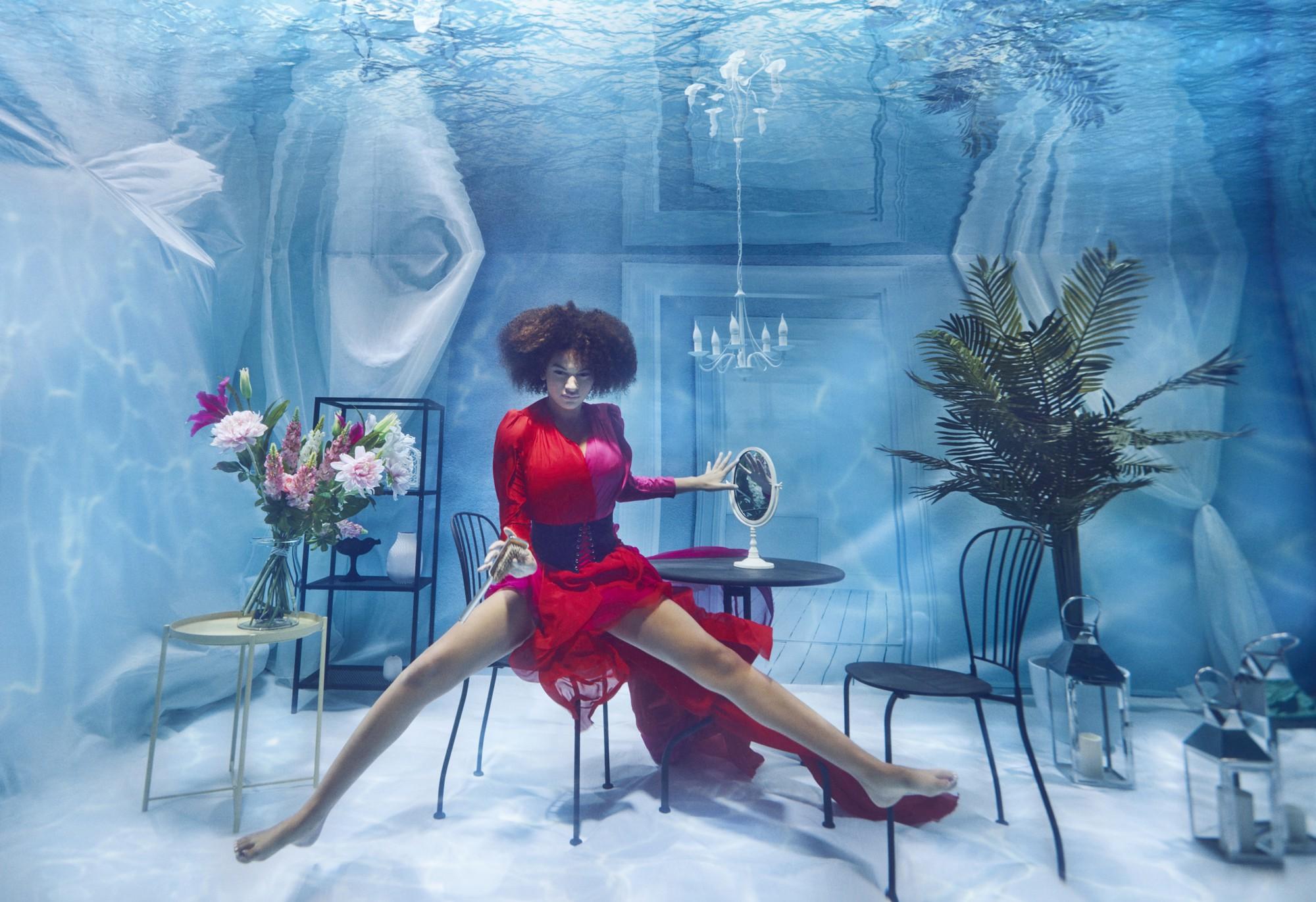 Chụp ảnh dưới nước, thí sinh Next Top Ba Lan không tránh khỏi biểu cảm trợn mắt như... chết trôi - Ảnh 10.