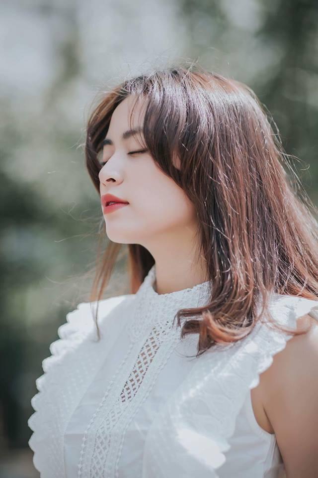 Hoàng Thuỳ Linh dùng bút chì kiểm tra gương mặt đạt tỷ lệ vàng chuẩn style Hàn Quốc, bạn chấm mấy điểm? - Ảnh 2.