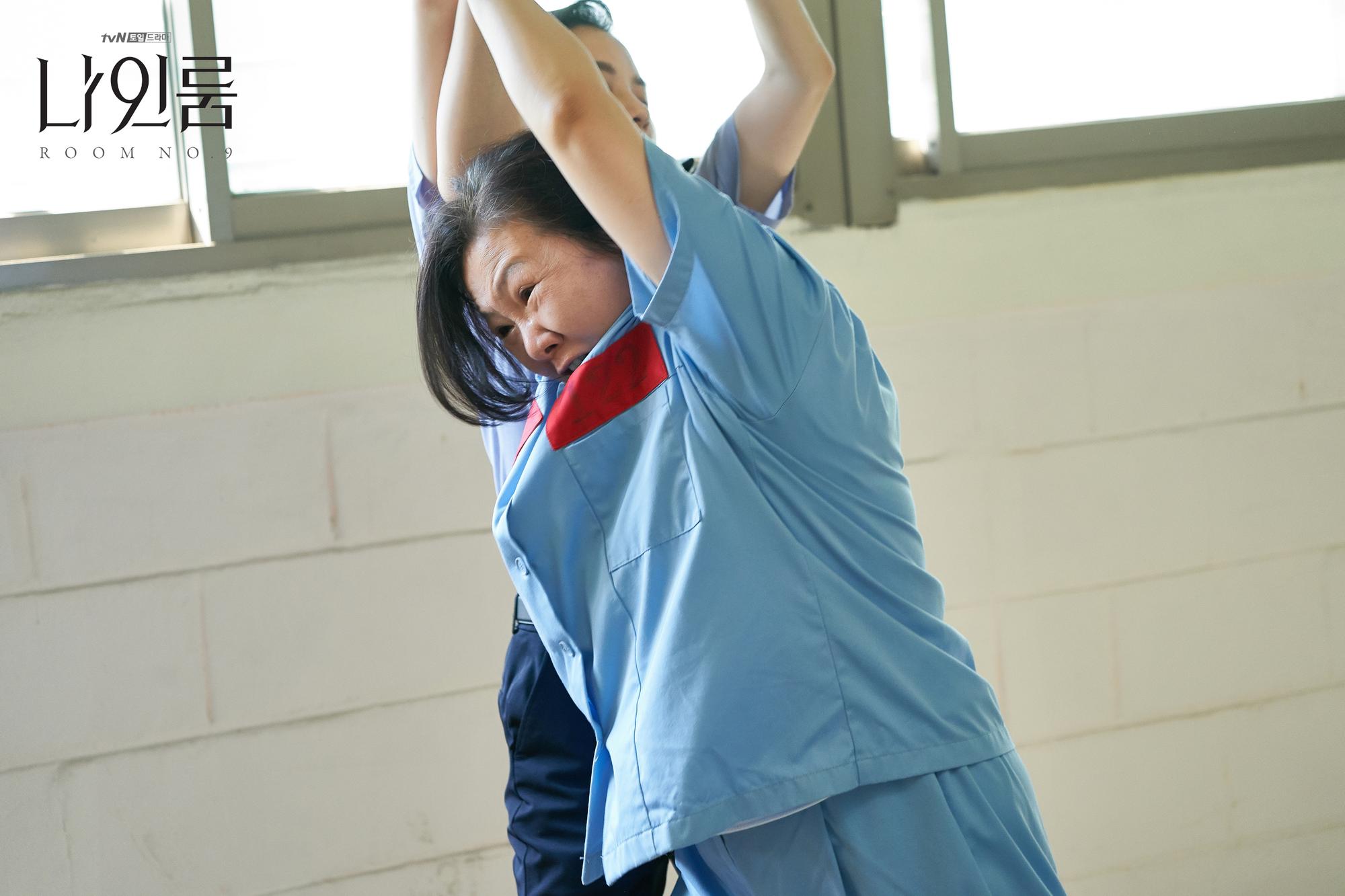 Room No. 9 của Kim Hee Sun: Đâu là sự chịu đựng khủng khiếp nhất mà một người có thể gặp phải? - Ảnh 3.