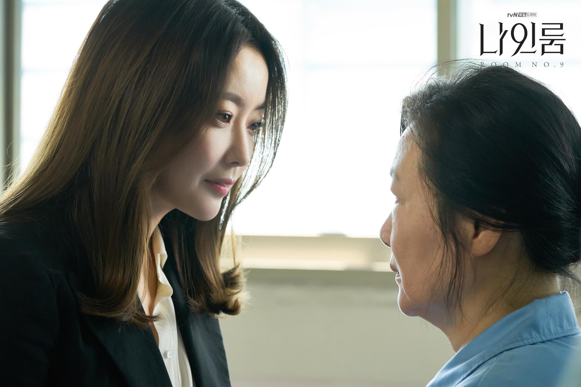 Room No. 9 của Kim Hee Sun: Đâu là sự chịu đựng khủng khiếp nhất mà một người có thể gặp phải? - Ảnh 4.