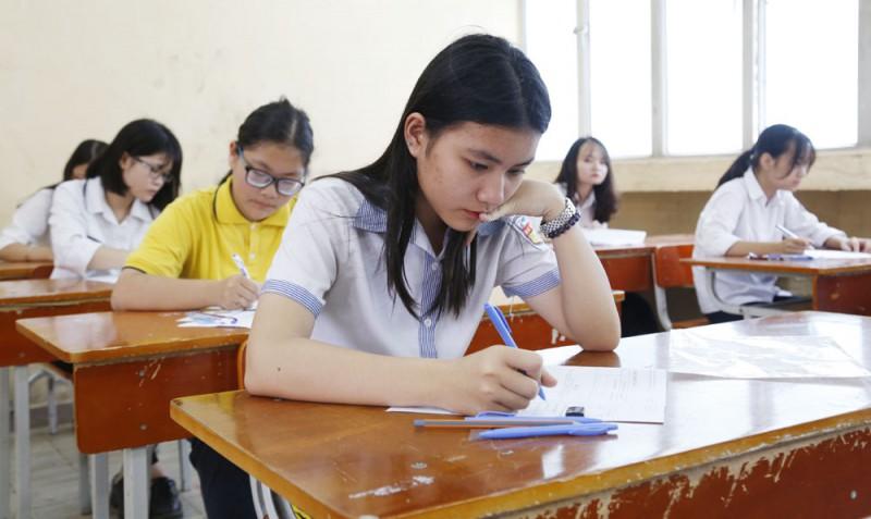 Thi tuyển lớp 10 ở Hà Nội sẽ áp dụng hình thức trắc nghiệm và tự luận - Ảnh 1.