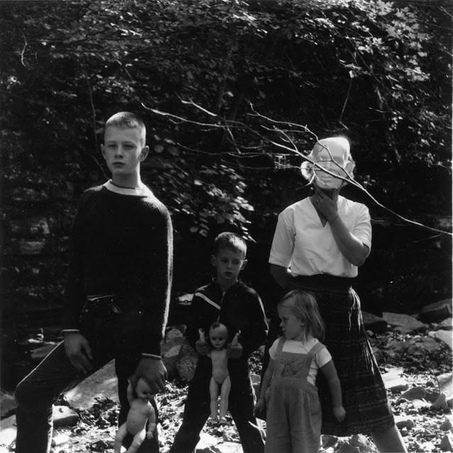 Ralph Eugene Meatyard: Nhiếp ảnh gia lập dị với album ảnh gia đình rùng rợn độc nhất vô nhị - Ảnh 8.