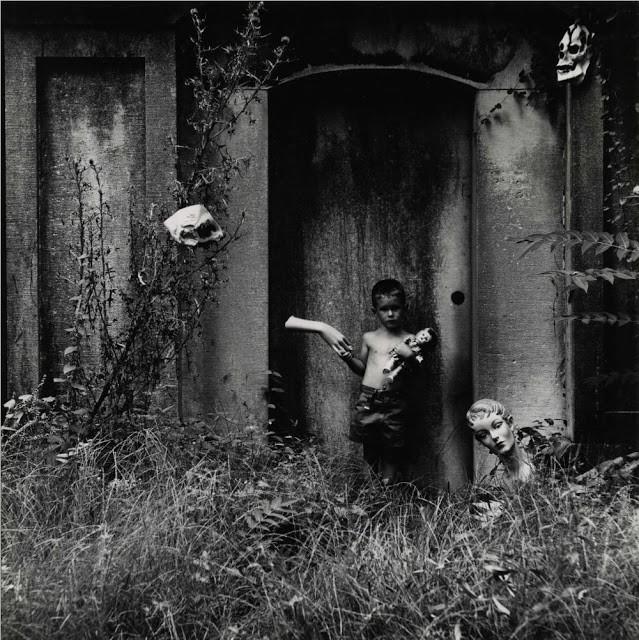 Ralph Eugene Meatyard: Nhiếp ảnh gia lập dị với album ảnh gia đình rùng rợn độc nhất vô nhị - Ảnh 5.