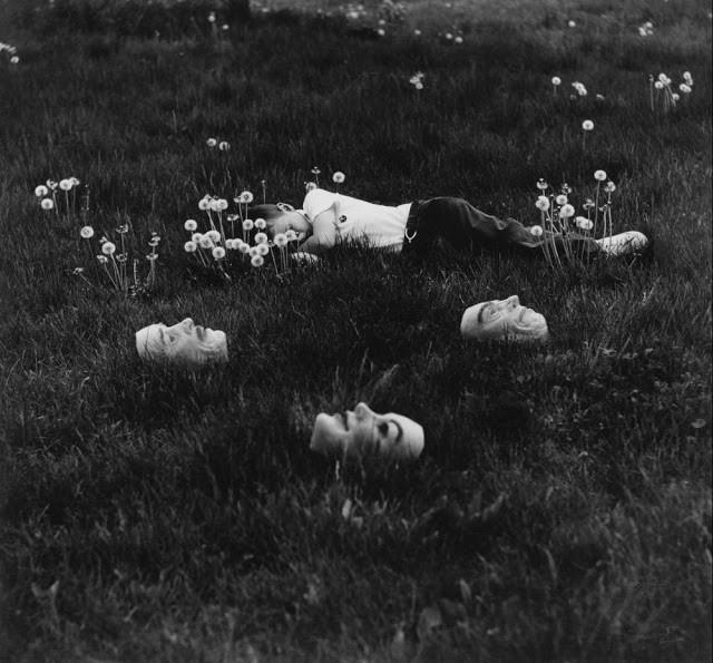 Ralph Eugene Meatyard: Nhiếp ảnh gia lập dị với album ảnh gia đình rùng rợn độc nhất vô nhị - Ảnh 3.
