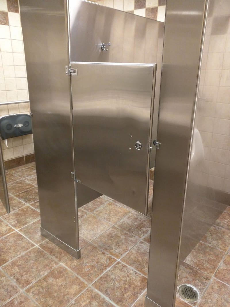 Chùm ảnh: Muôn hình vạn trạng những nhà vệ sinh có thiết kế xứng đáng được trao danh hiệu tệ nhất quả đất - Ảnh 4.