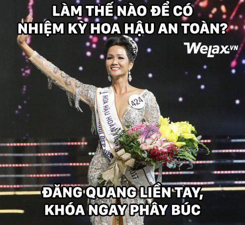 """Biểu cảm lúc đăng quang không rõ """"cười hay mếu"""" của Tân hoa hậu Hoàn vũ H'Hen Niê lại thành nguồn chế ảnh bất tận! - Ảnh 5."""