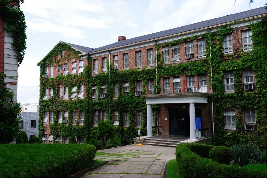 Hơn 100 phim Hàn đều chọn ngôi trường đại học tuyệt đẹp này làm bối cảnh ghi hình - Ảnh 13.