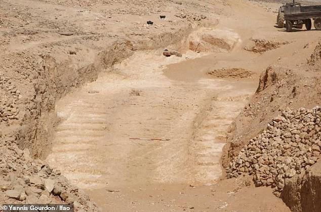Khai quật con đường 4.500 tuổi tại Ai Cập - bí ẩn quá trình xây dựng Đại kim tự tháp đã được giải? - Ảnh 2.