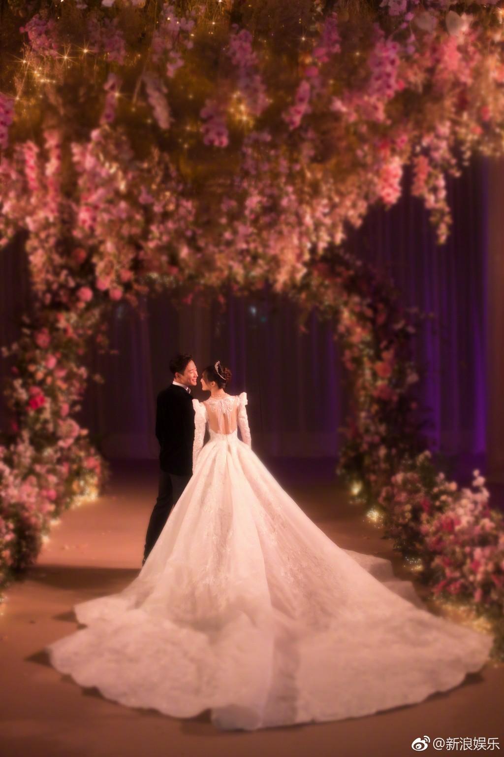 Tiết lộ loạt ảnh cực hiếm trong đám cưới lộng lẫy siêu bảo mật của Đường Yên – La Tấn
