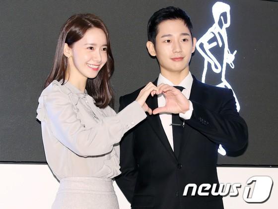 Nữ thần Yoona và mỹ nam Jung Hae In giống nhau bất ngờ, đẹp đôi đến mức trông như đóng phim tại sự kiện - Ảnh 11.