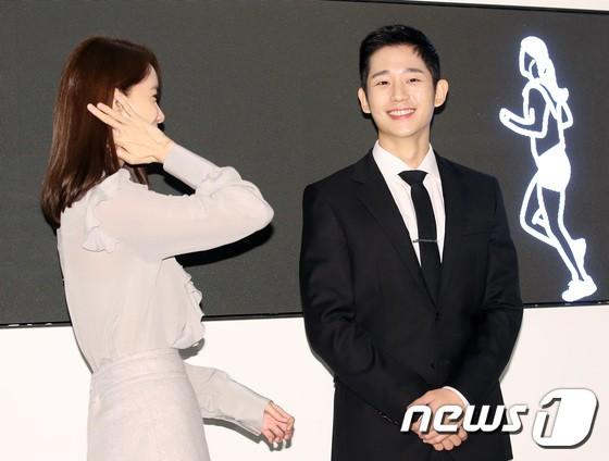 Nữ thần Yoona và mỹ nam Jung Hae In giống nhau bất ngờ, đẹp đôi đến mức trông như đóng phim tại sự kiện - Ảnh 10.