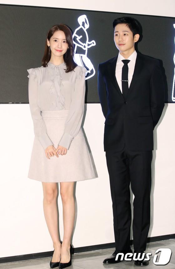 Nữ thần Yoona và mỹ nam Jung Hae In giống nhau bất ngờ, đẹp đôi đến mức trông như đóng phim tại sự kiện - Ảnh 9.