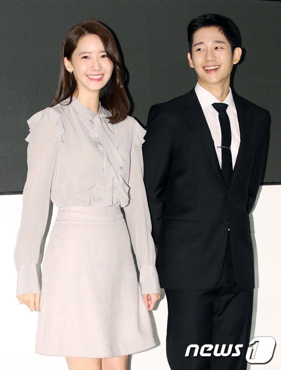 Nữ thần Yoona và mỹ nam Jung Hae In giống nhau bất ngờ, đẹp đôi đến mức trông như đóng phim tại sự kiện - Ảnh 13.