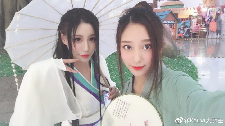 """Bắt gặp Thanh Xà Bạch Xà đi mua trà sữa, nhận danh hiệu bộ đôi """"chơi hết nút"""" nhất Halloween tại Trung Quốc năm nay - Ảnh 4."""