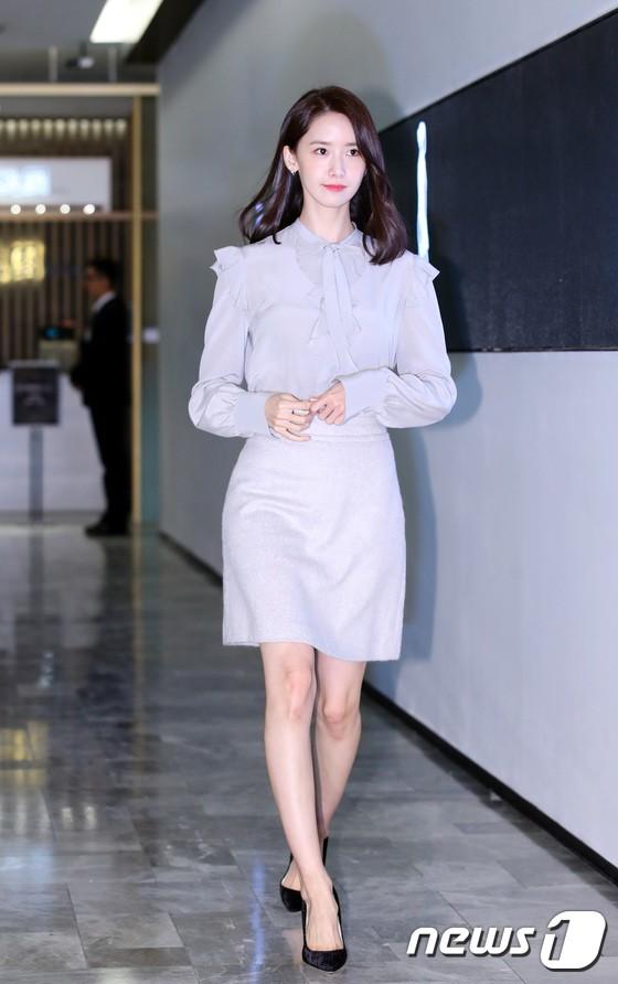 Nữ thần Yoona và mỹ nam Jung Hae In giống nhau bất ngờ, đẹp đôi đến mức trông như đóng phim tại sự kiện - Ảnh 1.