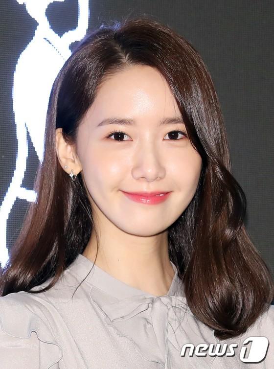 Nữ thần Yoona và mỹ nam Jung Hae In giống nhau bất ngờ, đẹp đôi đến mức trông như đóng phim tại sự kiện - Ảnh 4.