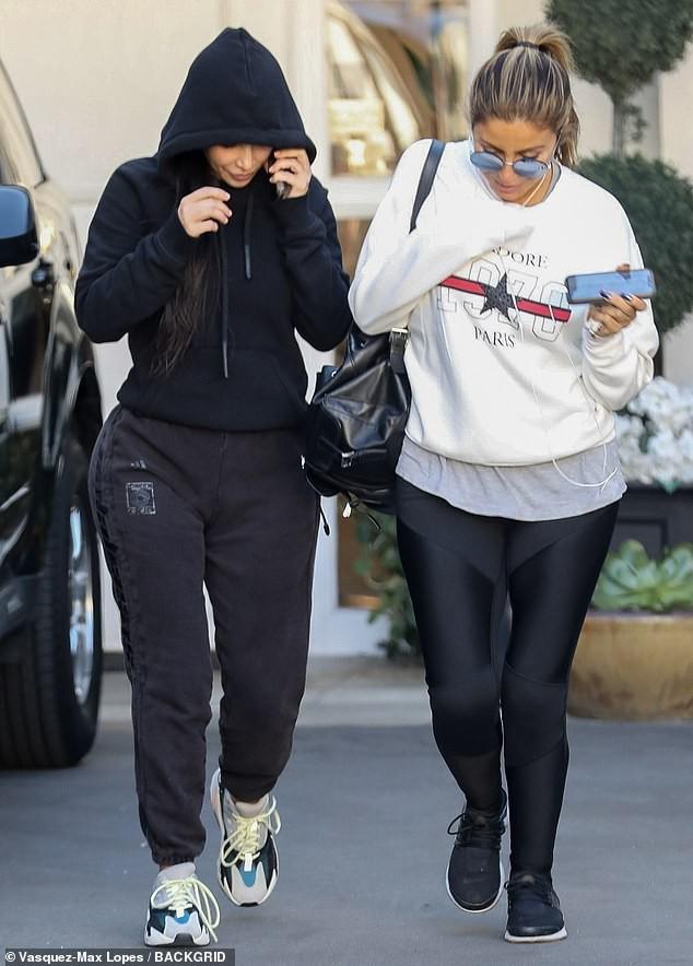 Tỉnh như Kim Kardashian: Hôm trước sơ tán tránh hỏa hoạn, hôm sau vẫn ra thẩm mỹ viện tiêm botox - Ảnh 2.