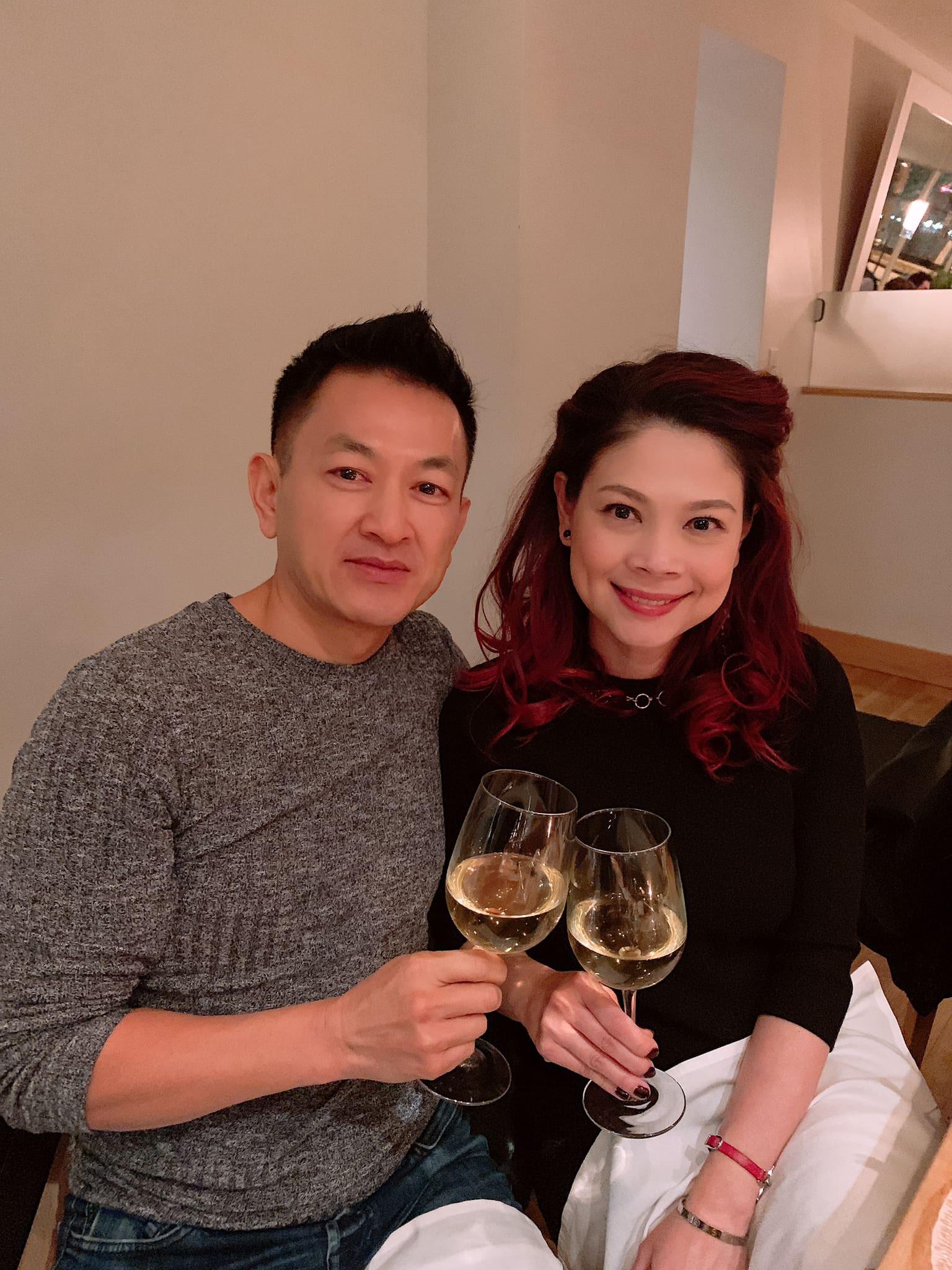 Kỷ niệm 2 năm yêu nhau, ông xã Thanh Thảo lãng mạn tới mức mặc lại chiếc áo của ngày đầu gặp gỡ để thể hiện tình cảm - Ảnh 3.