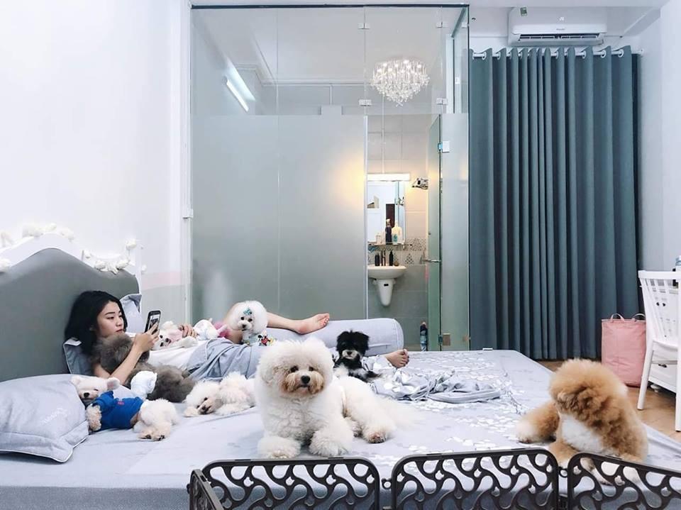 Danh tính cô gái trong bức ảnh được 2 chú chó bảo kê, gây sốt vì vóc dáng nhìn từ phía sau quá nóng bỏng - Ảnh 3.