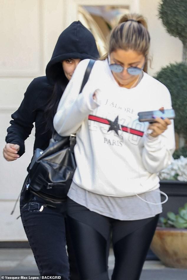 Tỉnh như Kim Kardashian: Hôm trước sơ tán tránh hỏa hoạn, hôm sau vẫn ra thẩm mỹ viện tiêm botox - Ảnh 4.