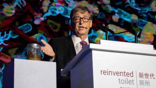 Bill Gates chuyển nghề sang phát minh bồn cầu: Không cần nước, không để lại mùi, có thể tách nước khỏi phân - Ảnh 2.