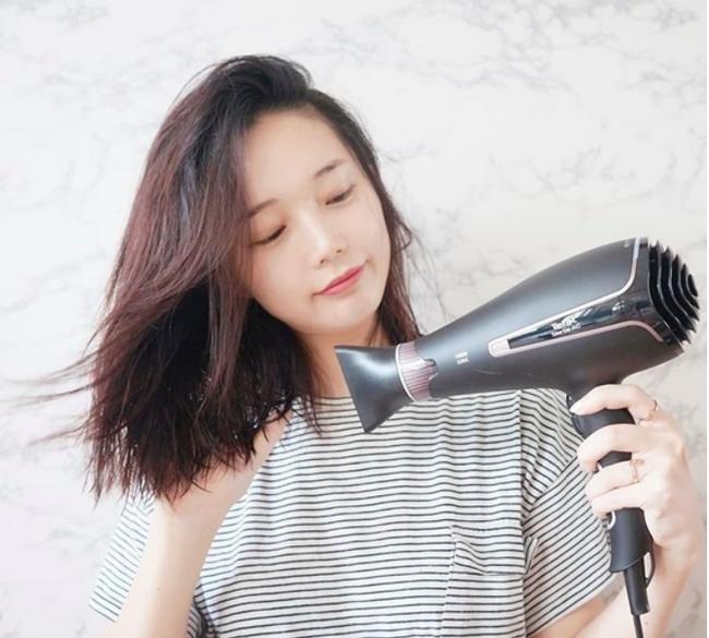 Nếu sấy xong thấy tóc cứ khô cong thì bạn đã không quan tâm đến những tips này rồi! - Ảnh 4.