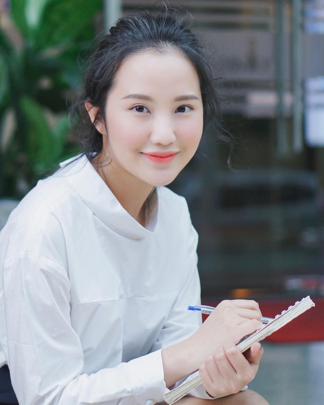 Primmy Trương trả lời câu hỏi trên Instagram: Con gái ngoan, ngon và ngơ có được hạnh phúc không? - Ảnh 2.