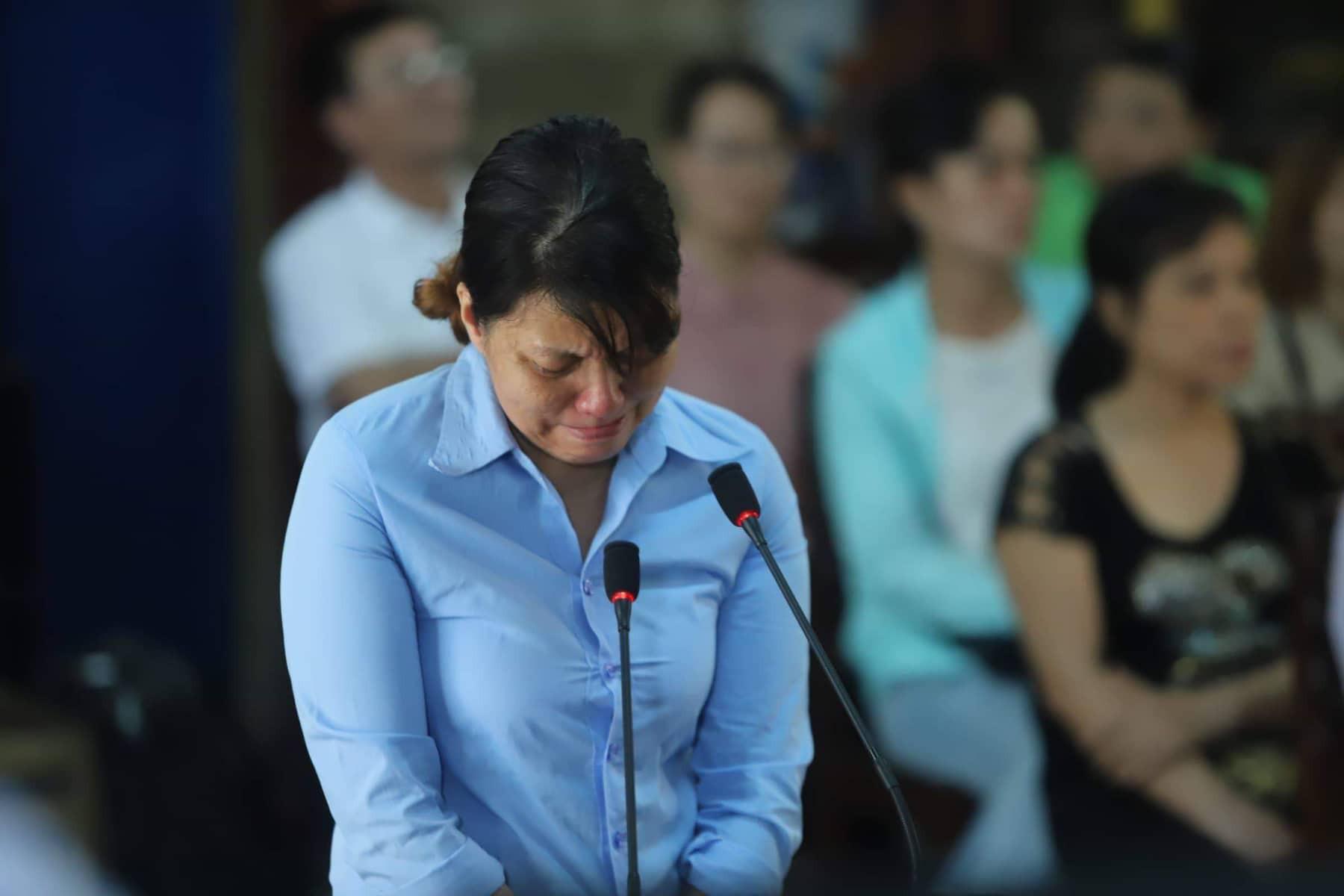 Lãnh án 2 năm tù, bảo mẫu Mẹ Mười bạo hành nhiều trẻ nhỏ ở Đà Nẵng liên tục khóc nức nở - Ảnh 1.