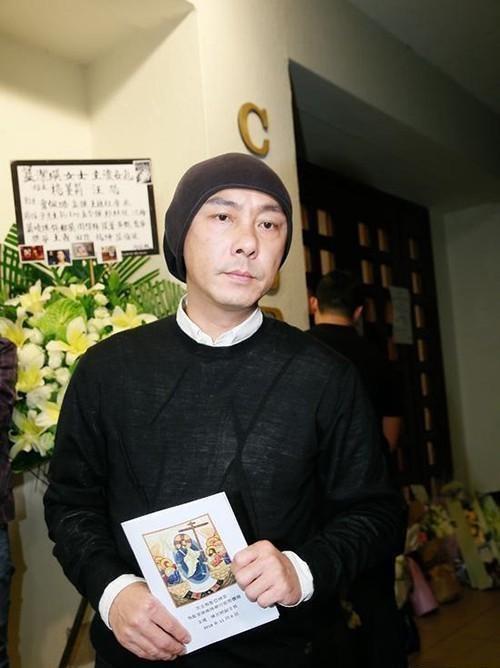 Netizen phẫn nộ vì tang lễ Lam Khiết Anh vừa kết thúc, hoa tươi đã bị vứt hoặc đem bán lại - Ảnh 4.