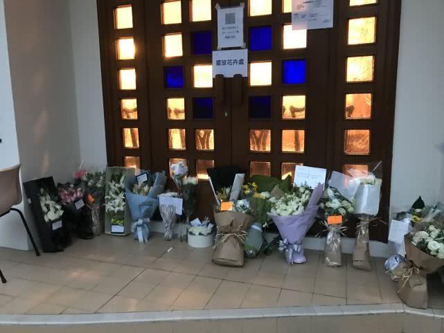 Netizen phẫn nộ vì tang lễ Lam Khiết Anh vừa kết thúc, hoa tươi đã bị vứt hoặc đem bán lại - Ảnh 5.