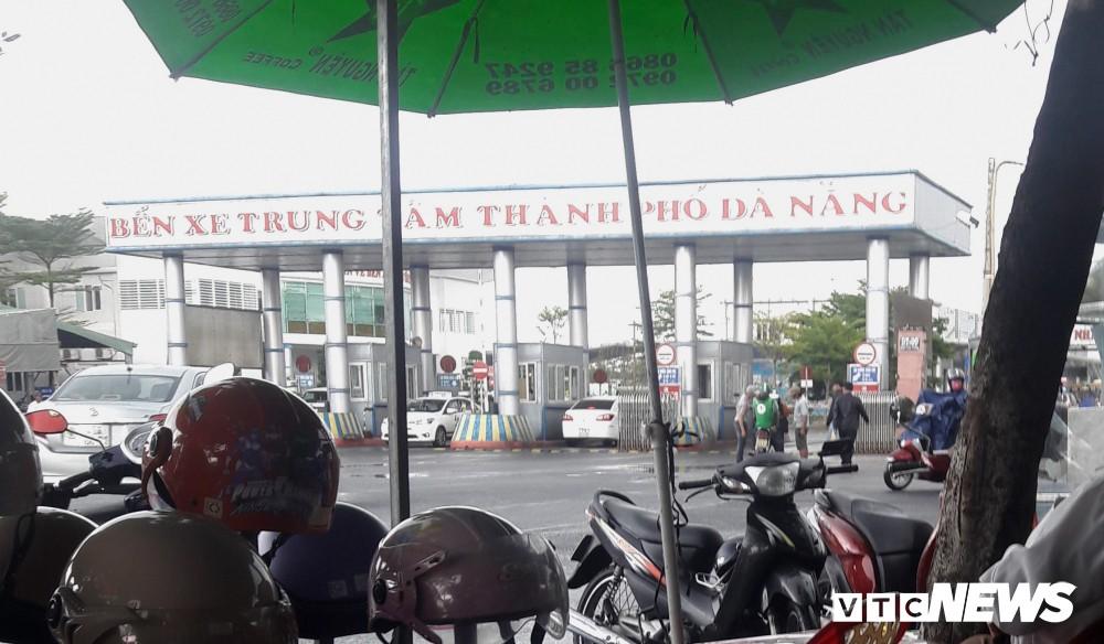 Chủ tịch UBND Đà Nẵng đích thân đi quay clip, xe dù, cò khách vẫn vô tư hoạt động - Ảnh 1.