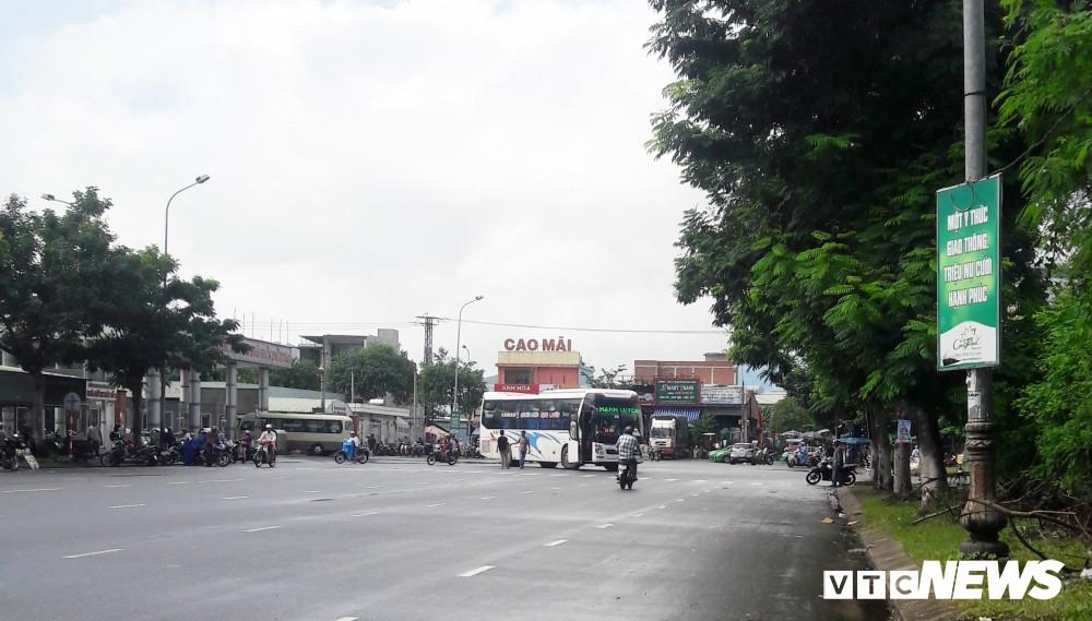 Chủ tịch UBND Đà Nẵng đích thân đi quay clip, xe dù, cò khách vẫn vô tư hoạt động - Ảnh 5.