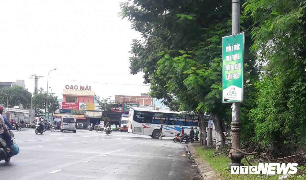 Chủ tịch UBND Đà Nẵng đích thân đi quay clip, xe dù, cò khách vẫn vô tư hoạt động - Ảnh 6.
