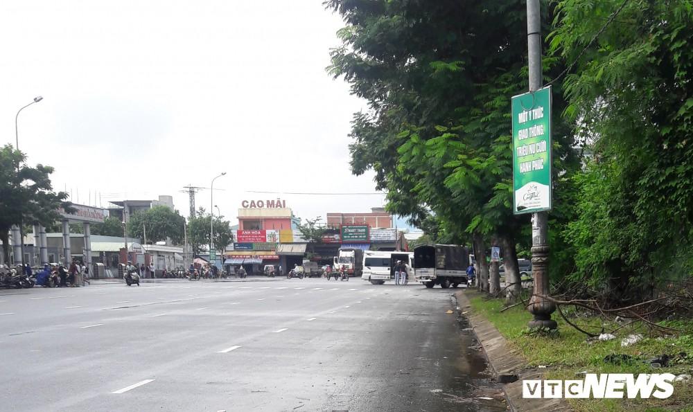 Chủ tịch UBND Đà Nẵng đích thân đi quay clip, xe dù, cò khách vẫn vô tư hoạt động - Ảnh 8.