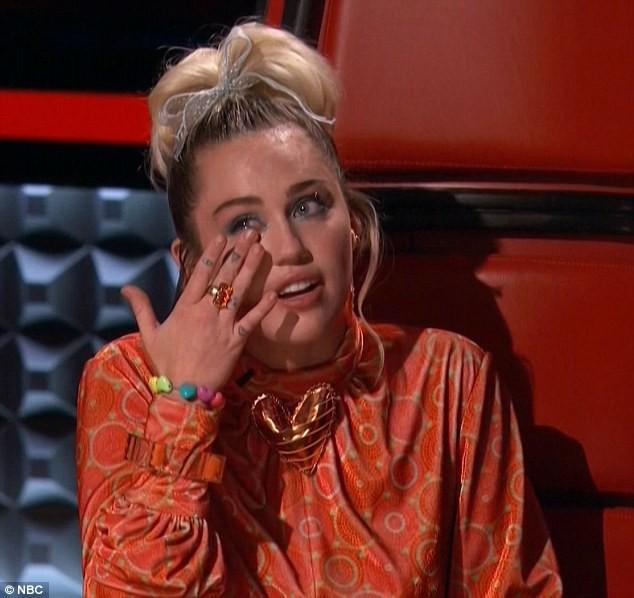 Miley Cyrus cũng mất nhà trong vụ cháy rừng ở California - Ảnh 1.