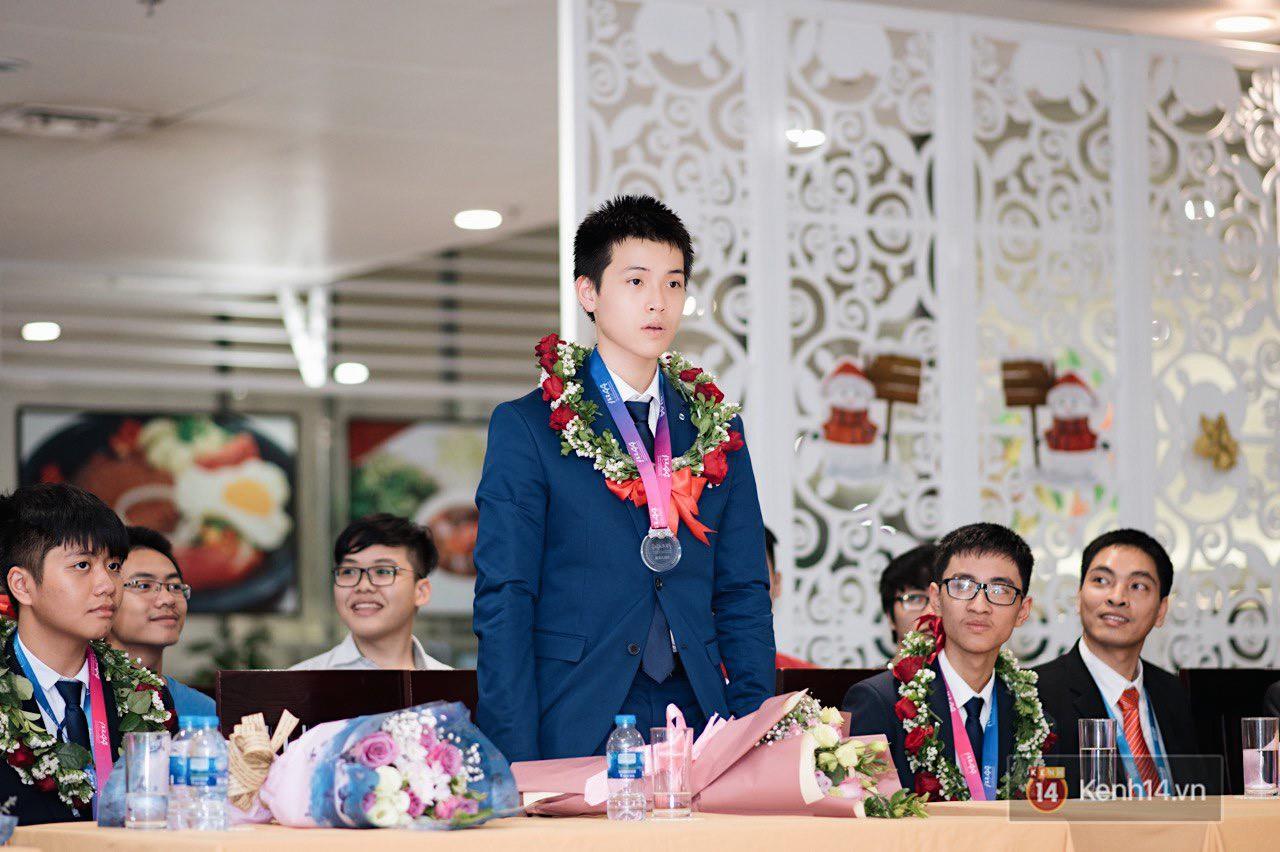 Nam sinh 2002 đẹp trai như nam thần, giành HCB Olympic Thiên văn học Quốc tế: Mê chơi LOL, đang tập gym để có 6 múi - Ảnh 2.