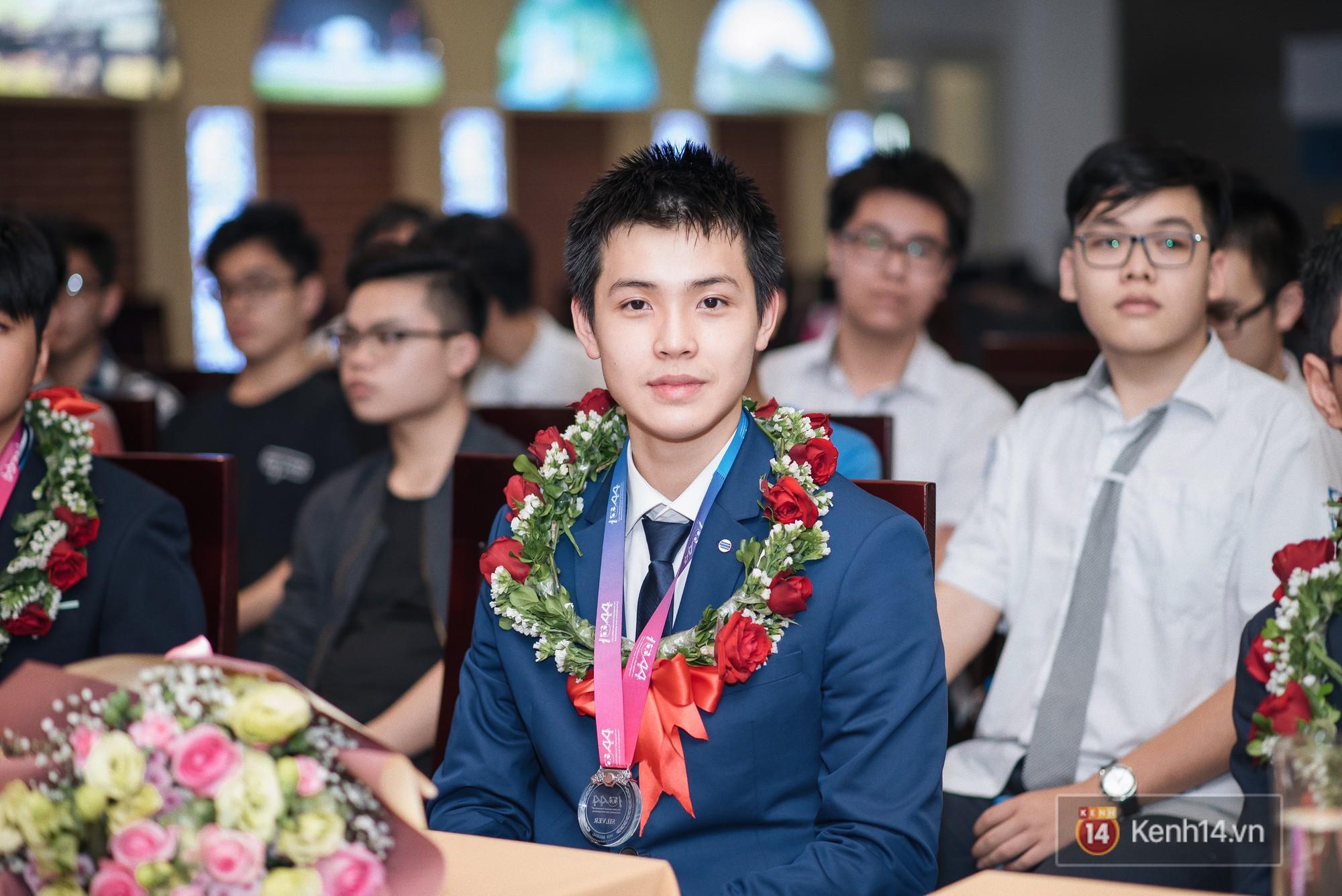Nam sinh 2002 đẹp trai như nam thần, giành HCB Olympic Thiên văn học Quốc tế: Mê chơi LOL, đang tập gym để có 6 múi - Ảnh 3.