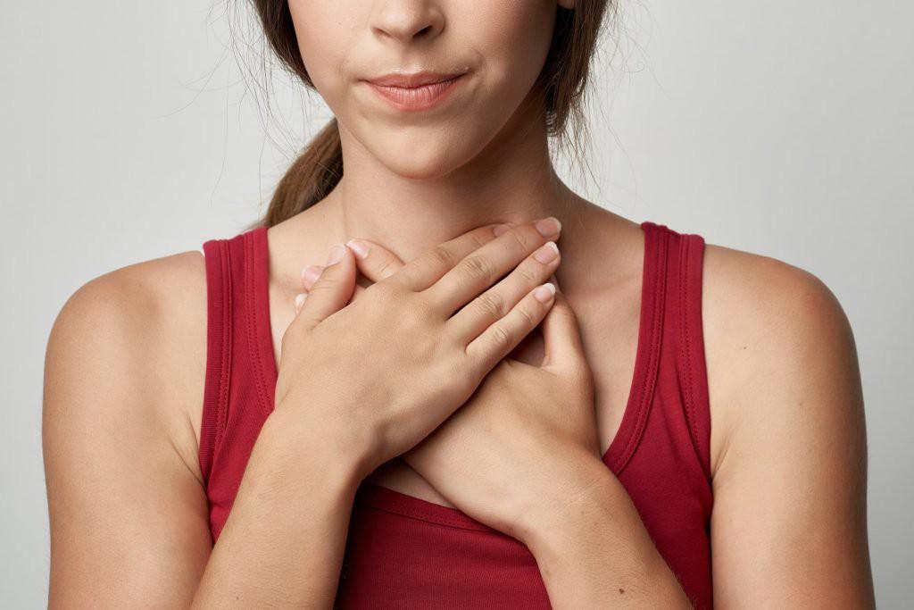 Những dấu hiệu bất thường xung quanh vùng cổ họng cảnh báo nguy cơ mắc bệnh ung thư tuyến giáp rất cao - Ảnh 4.