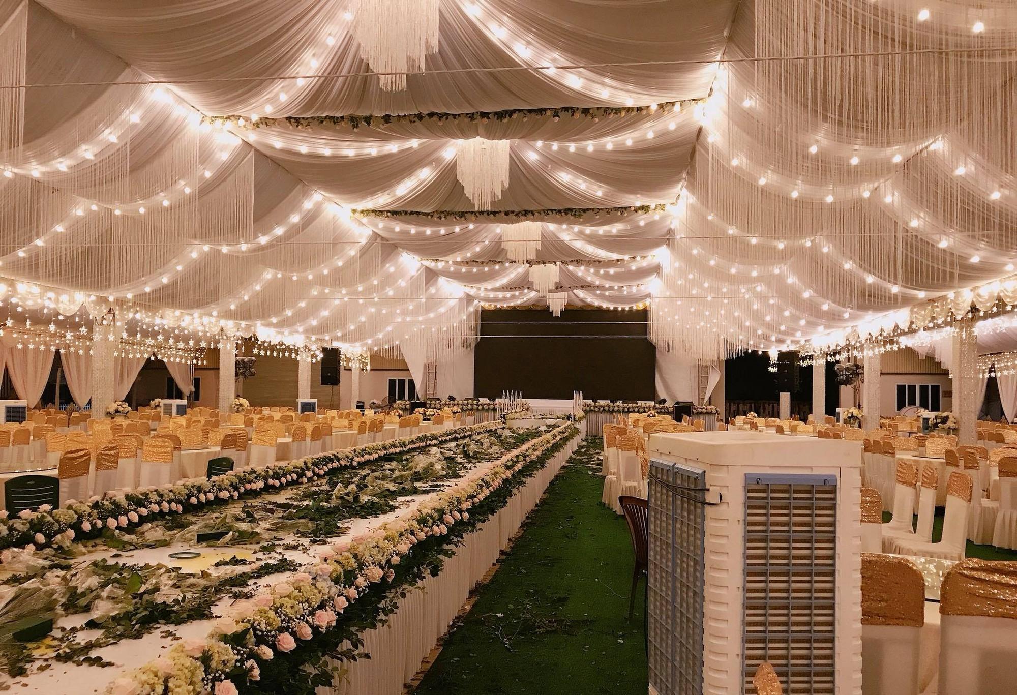 Cô dâu chú rể rạng rỡ trong đám cưới khủng, chi gần 1 tỷ đồng dựng rạp và mời cả ca sĩ Ngọc Sơn về biểu diễn - Ảnh 7.