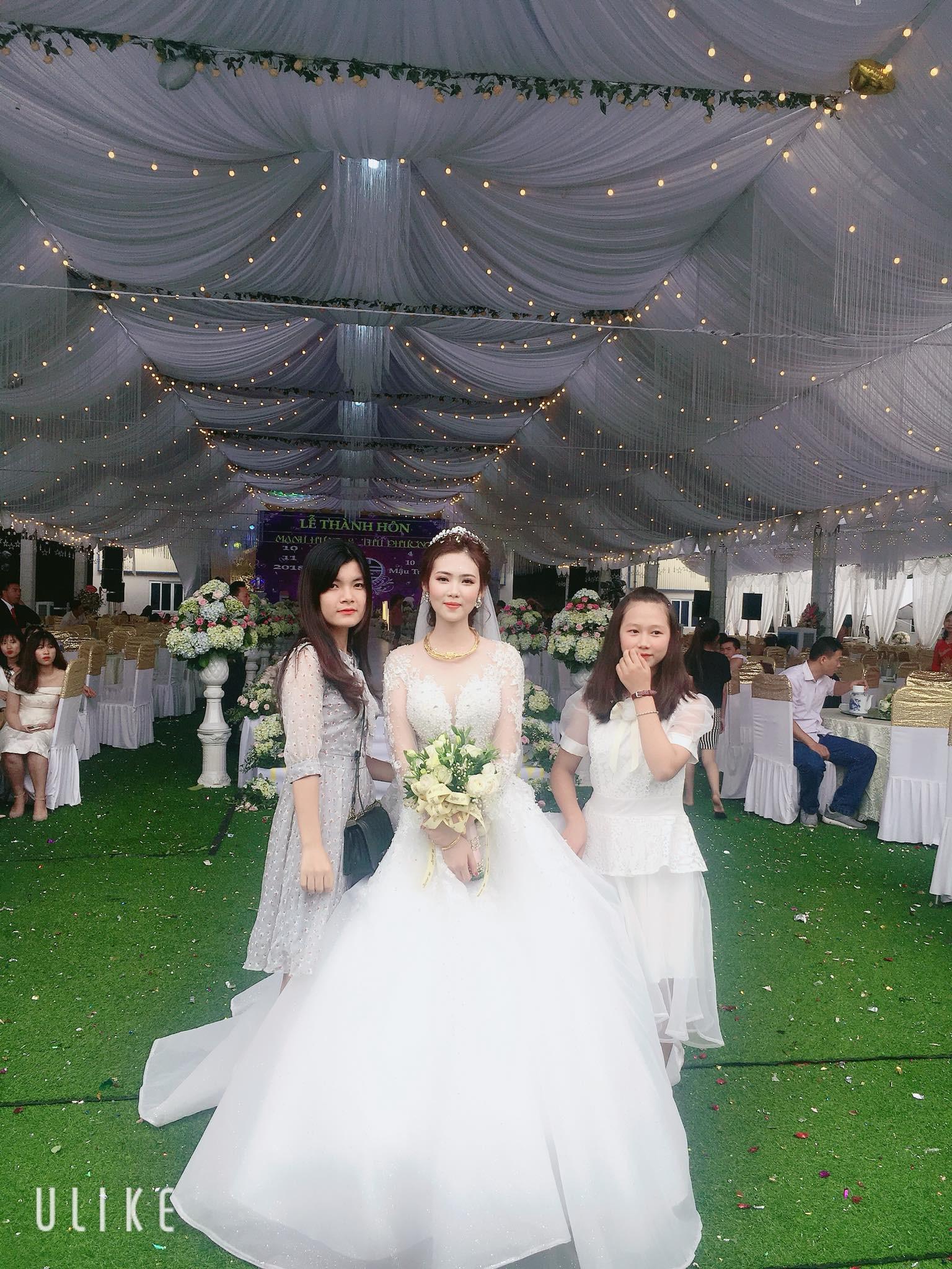 Cô dâu chú rể rạng rỡ trong đám cưới khủng, chi gần 1 tỷ đồng dựng rạp và mời cả ca sĩ Ngọc Sơn về biểu diễn - Ảnh 2.