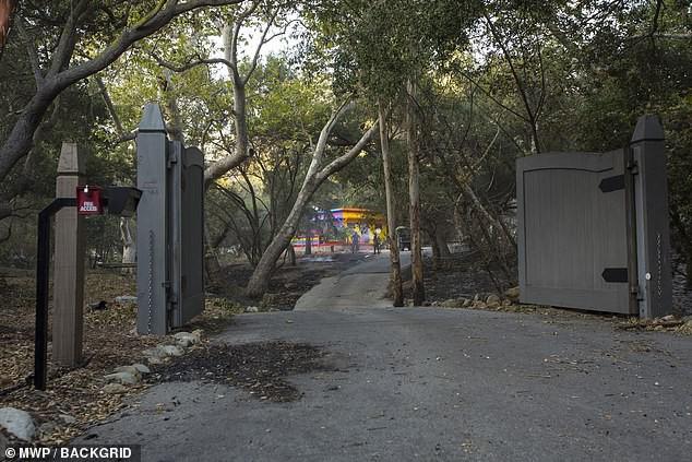 Miley Cyrus cũng mất nhà trong vụ cháy rừng ở California - Ảnh 4.