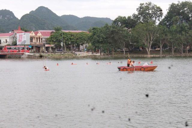 Nghệ An: Hàng trăm người tìm kiếm người đàn ông mất tích ở hồ Thung Mây - Ảnh 1.